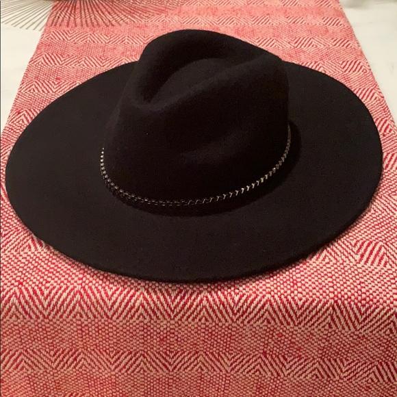38ffff9b7 NEW Wide-brimmed Black Felt Hat with Chain